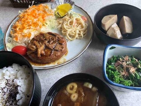 『珈琲&喫茶 エンヂェル』日替わりランチのハンバーグ定食