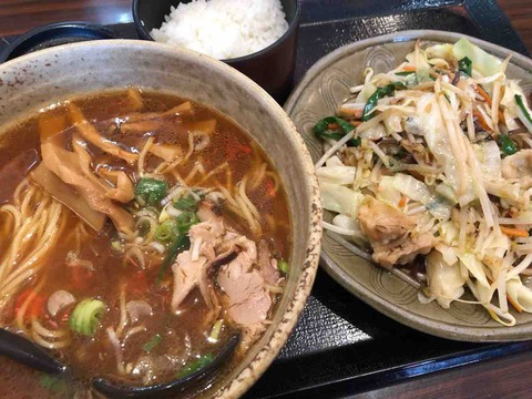 『五味八珍』週替りランチのたっぷり新鮮野菜炒めとらーめんのセット