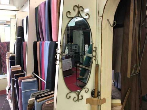 『パール洋装店』レトロな鏡
