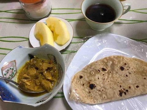 チキンカレーとチャパティ!リンゴ、珈琲