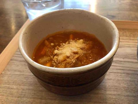 『スープカフェ スペインバル コマ(SOUP CAFE / SPAIN BAR KOMA)』スモーク鶏とたっぷり野菜のトマトソース