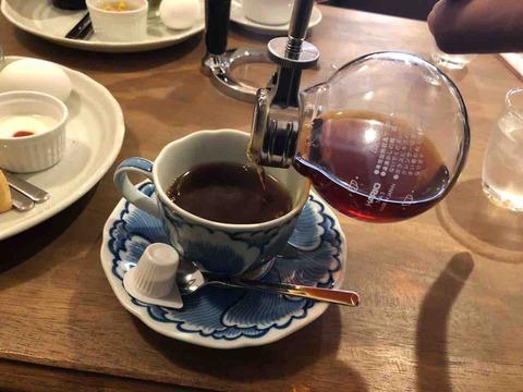 『Cafe コトノハ』モーニングひとりひとりにサイフォンで淹れた珈琲
