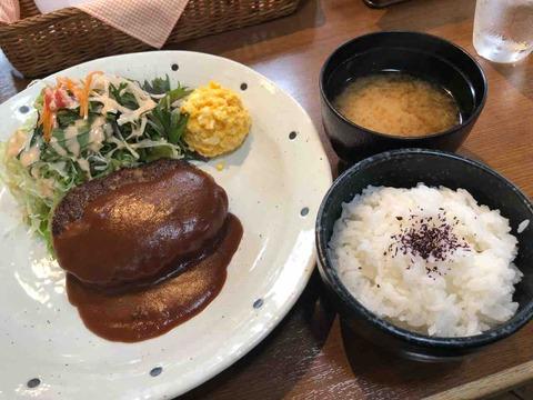 『Cafe Leef Green リーフグリーン』デミグラスソースハンバーグのランチ