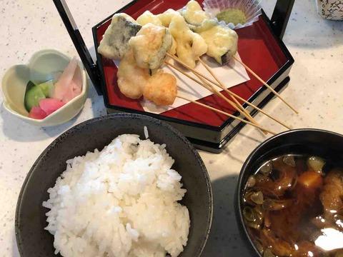 Cafe dining いかだ家』お野菜 海鮮の串揚げ・ごはん・味噌汁