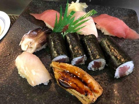 『御料理・仕出し・寿司 増屋』にぎりのお寿司