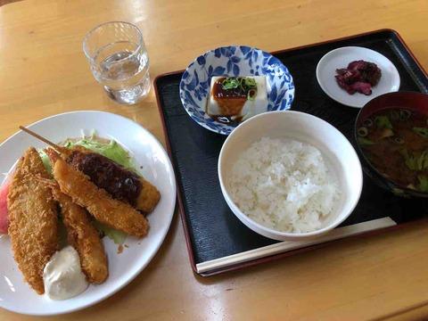 『SNACK HOUSE ふれんど』ミックスフライ定食