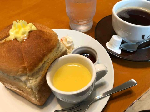 『cafe しょぱん』サイコロ食パン、メープルシロップ、スープ、ポテトサラダのモーニング