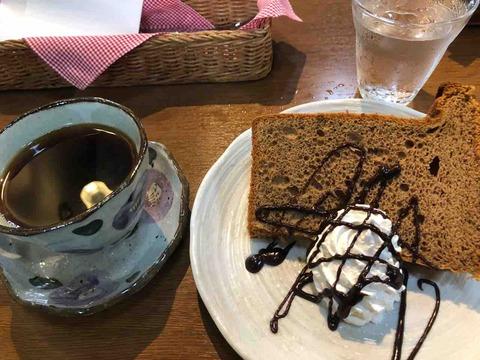 『Cafe Leef Green リーフグリーン』アメリカンコーヒー、シフォンケーキ