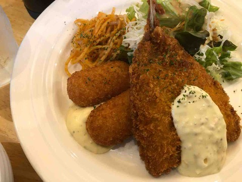 『珈琲 みかど』蟹クリームコロッケと鯵のフライの盛り合わせ定食