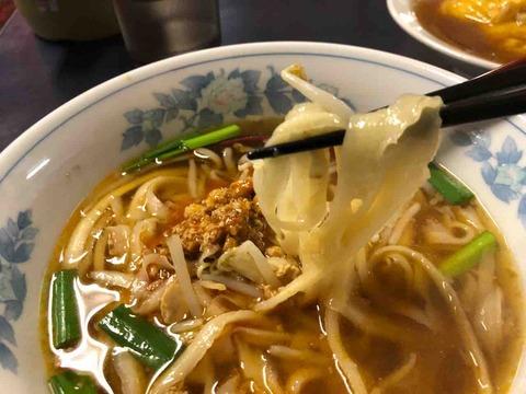 刀削麵の『四喜紅』台湾ラーメン(刀削麵)