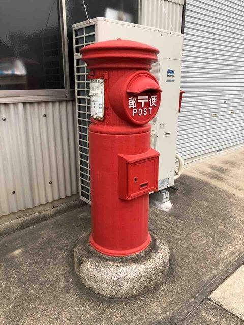 昭和レトロ・丸形の郵便ポスト