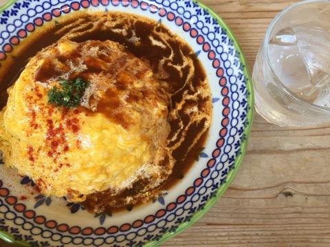 『カフェ・ドゥ・マージュ(CAFE DEUX MAGE)』ふんわり玉子のオムライス(デミグラスソース&生クリーム)ランチ