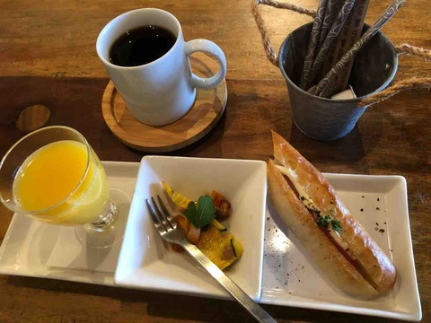 『べべドール ガーデン』本日のコーヒー、モーニングセットプレート