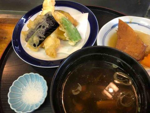 『御料理・仕出し・寿司 増屋』天ぷら、吸い物、小鉢