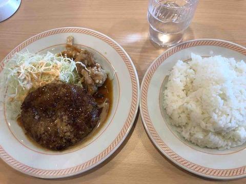 ファミリーレストラン ジョイフル愛知江南店「ハンバーグ&唐揚げ」の日替りランチ