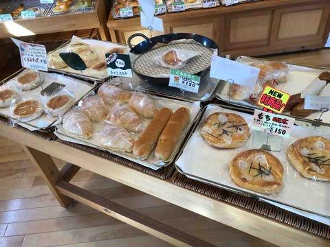 『くるみのパン屋さん』パンの棚