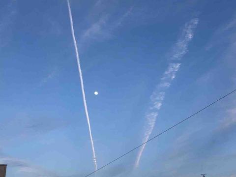 江南市上空 飛行機雲