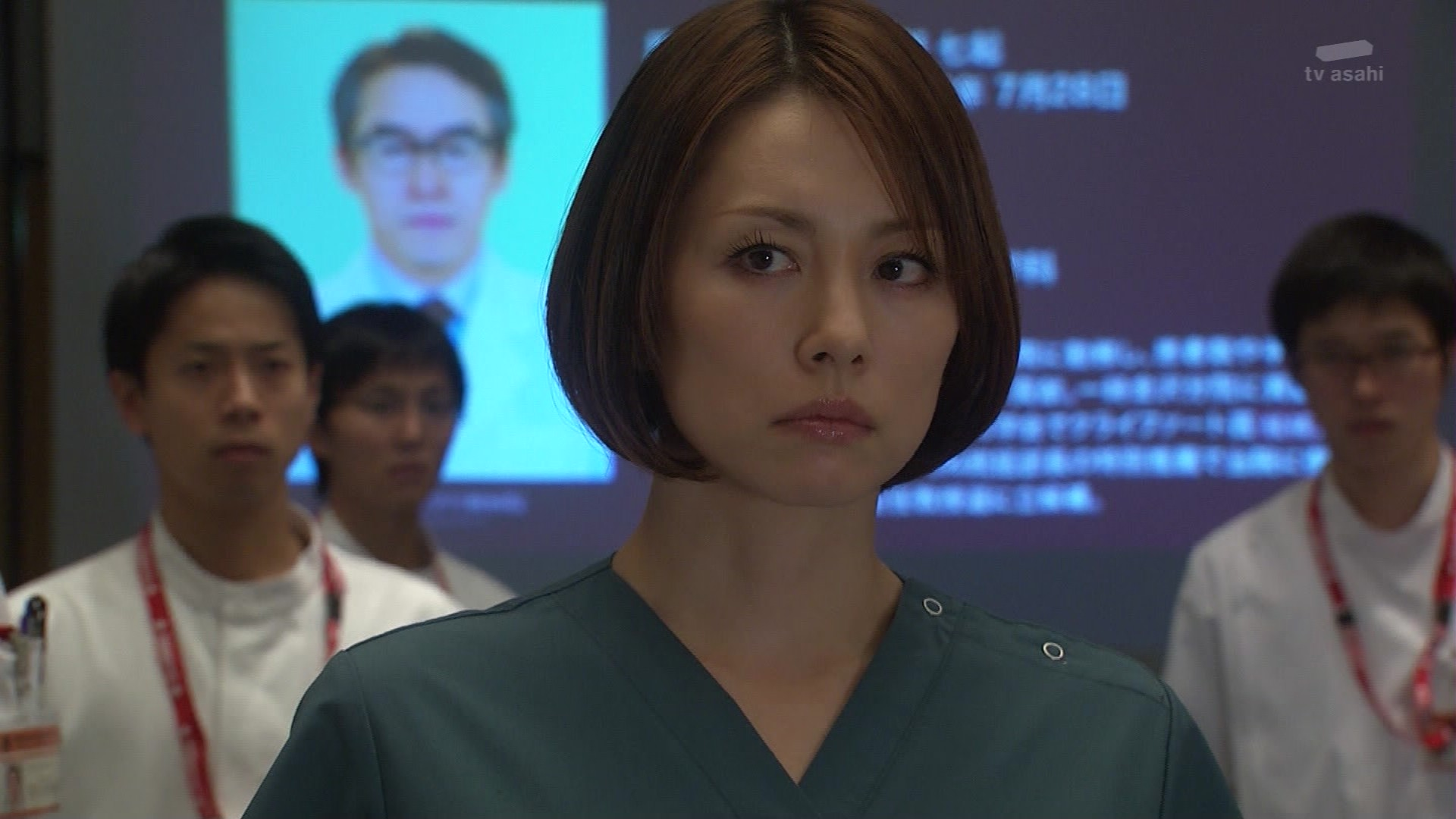20131128-210717-902 あらすじ主任教授選を前に、内科の鷹野教授が金沢から連れて