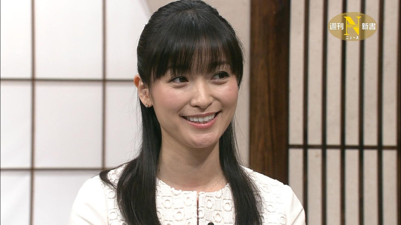 微笑む大江麻理子