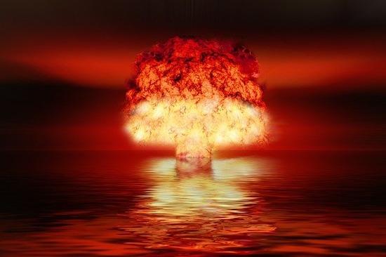 atomic-bomb-2621291_640