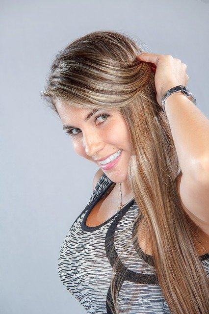 beautiful-woman-1434842_640