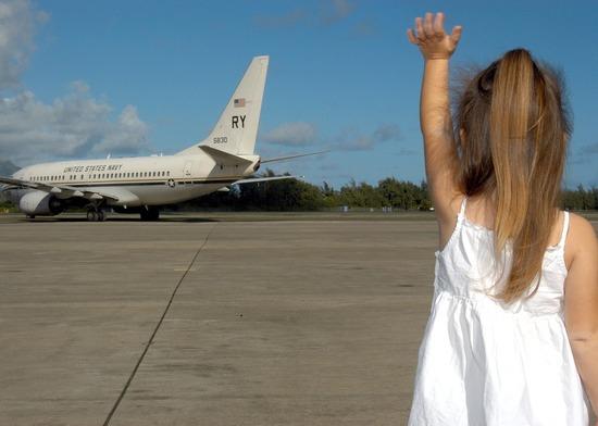 child-waving-goodbye-595429_960_720