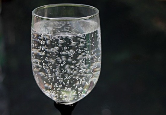 water-glass-2686973_640