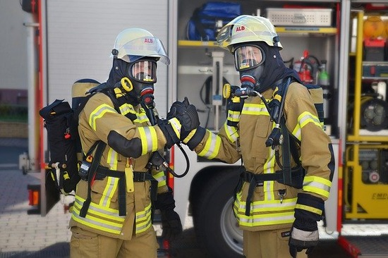 fire-fighter-4324587_640