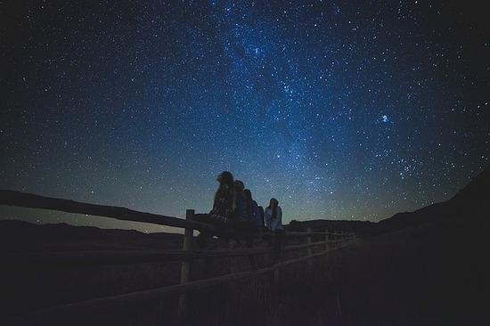 star-gazing-1149228_640