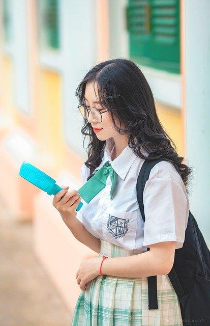 student-5427120_640
