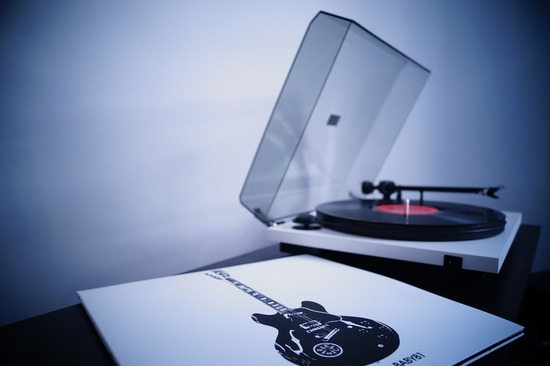 record-828983_960_720