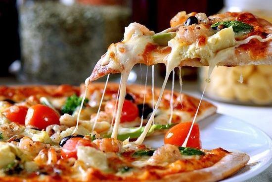 pizza-5179939_640