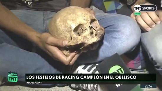 argentina-fan-celebration-skull-super-169