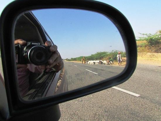 rear-view-mirror-268038_640