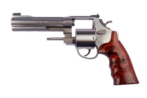 th_smith-and-wesson-938834_640