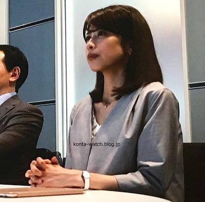 加藤 綾子(フリーアナウンサー) ヴァンクリーフ&アーペル チャーム ミニ ブラックペアン より