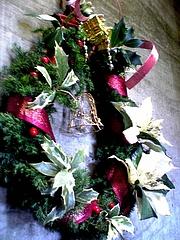 手作りクリスマスリース飾りました