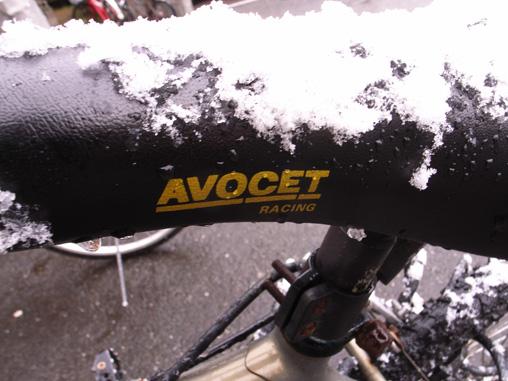 サドルに雪