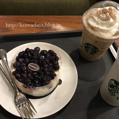 韓国スタバのブルーベリーチーズケーキ♪