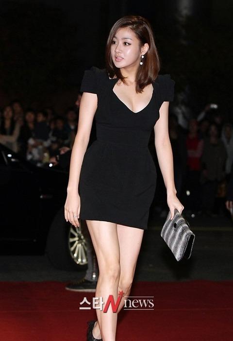 カンソラ 黒ドレスに谷間160201 (10)