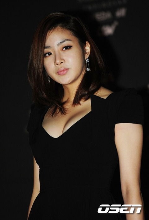 カンソラ 黒ドレスに谷間160201 (15)