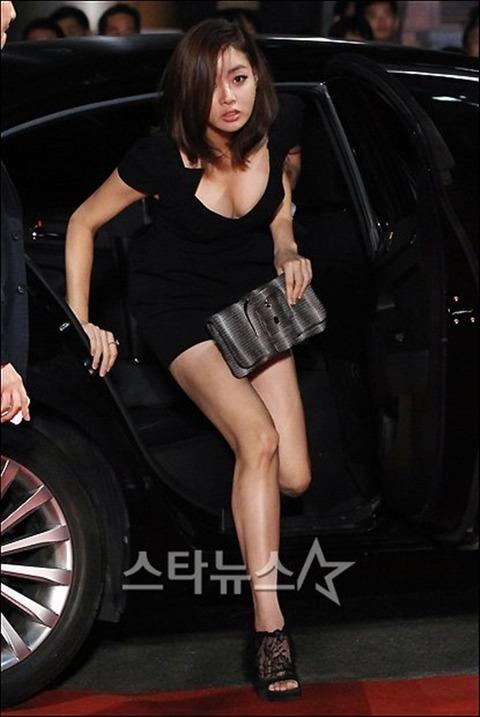 カンソラ 黒ドレスに谷間160201 (4)