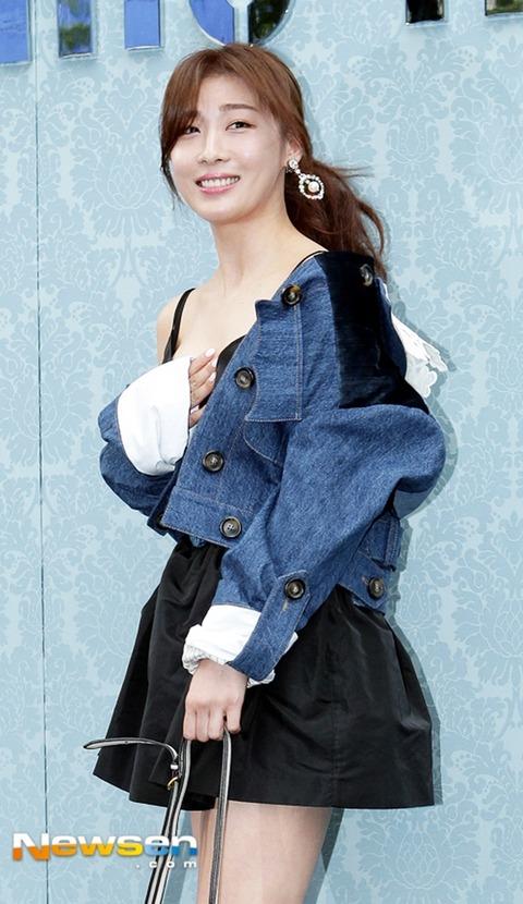 ハ・ジウォンはだけた衣装160722 (2)