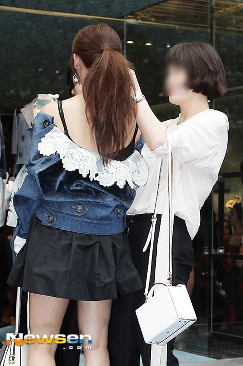 ハ・ジウォンはだけた衣装160722 (10)