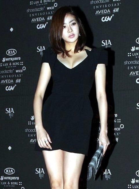 カンソラ 黒ドレスに谷間160201 (6)