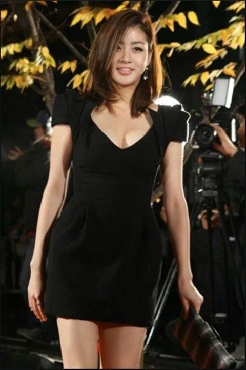 カンソラ 黒ドレスに谷間160201 (1)