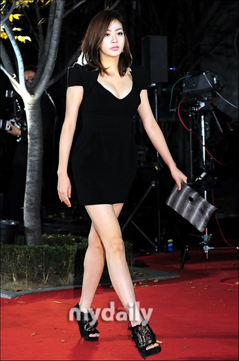 カンソラ 黒ドレスに谷間160201 (8)