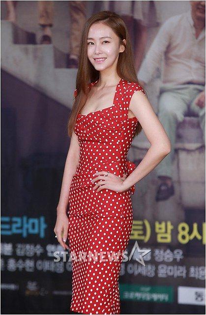 韓国女優 ホンスヒョン 谷間ドレス (8)
