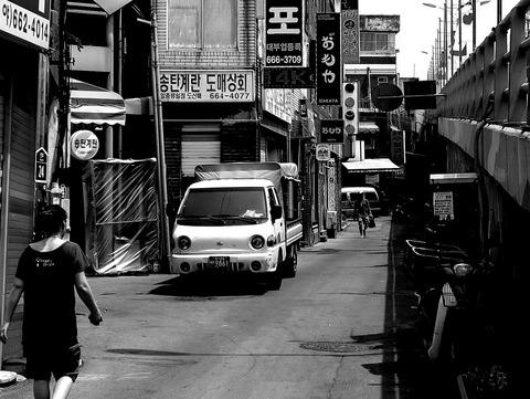 日本式居酒屋おもやの袖看板