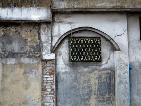 風化。窓枠の装飾